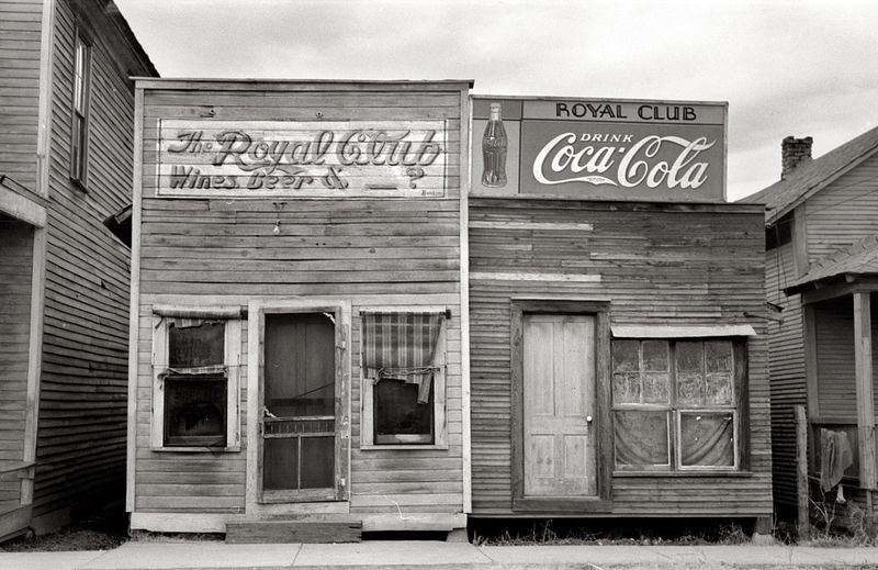 Beer hall. Mound Bayou, Mississippi Russell Lee 1939