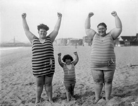 Family at venice beach 1930 b