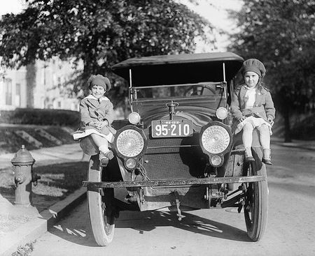 odell children on car fenders 1918