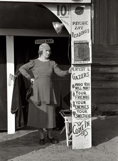 fortune teller, state fair, Donaldsonville, Louisiana Russell Lee