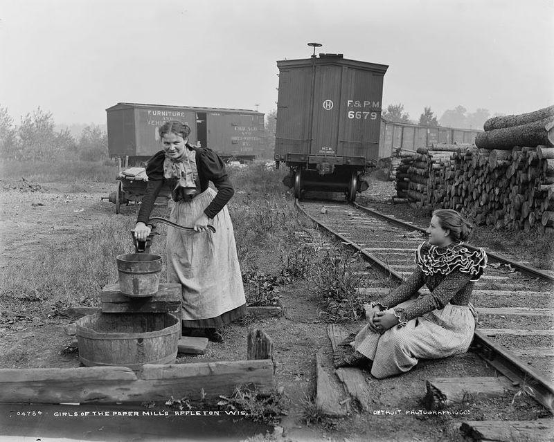 Girls of the paper mills, Appleton, Wisconsin 1880-1899