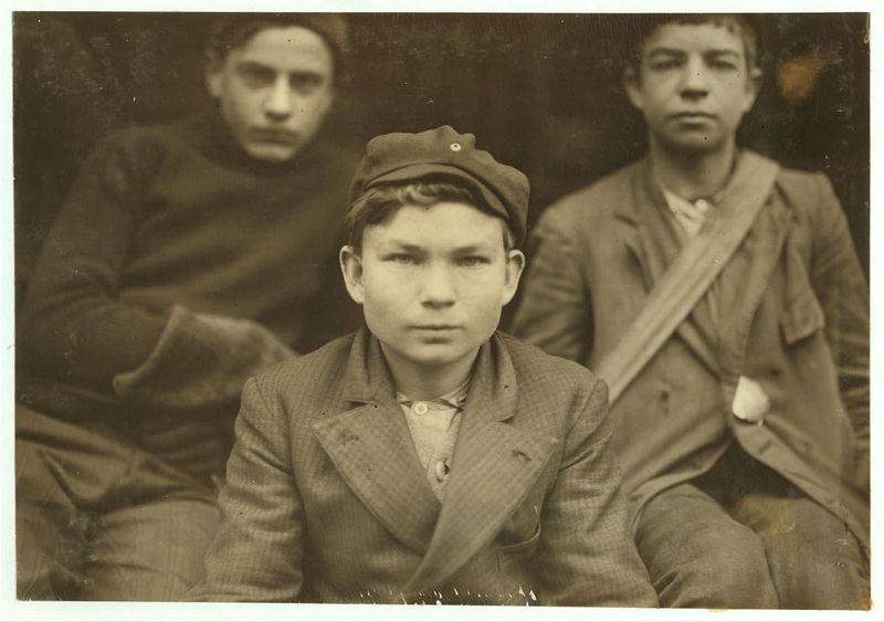 Benn's Messenger Service. Boy in middle is Thomas Knox Chattanooga, Tennessee 1910