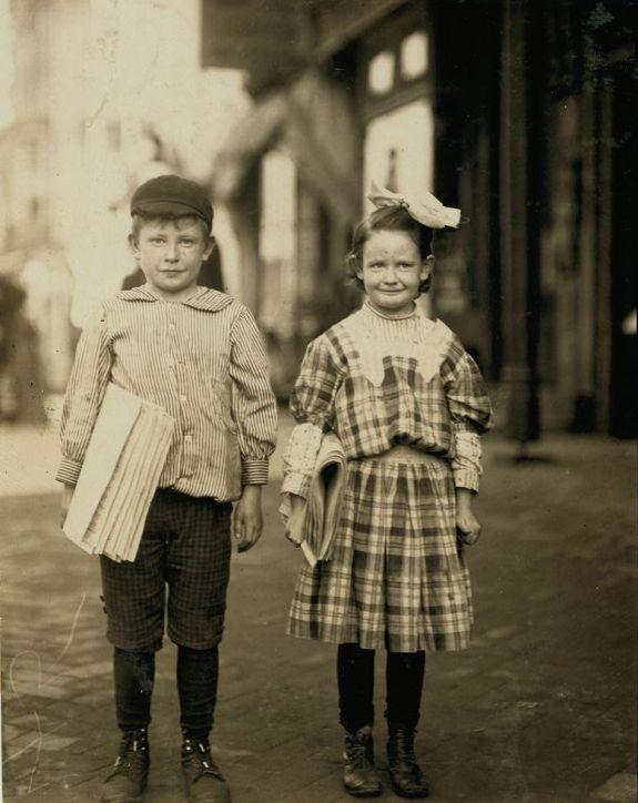 Donald and sister myrtle sells papers wilmington Del1910