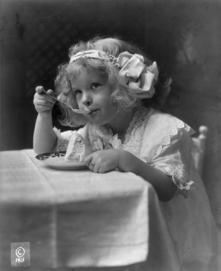 Eating ice cream 1913