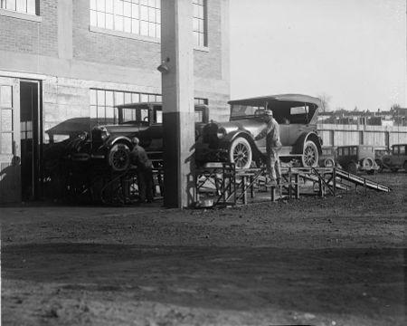 Joseph McReynolds service station between 1918 and 1928 b