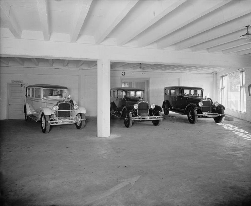 Joseph McReynolds service station between 1918 and 1928 c