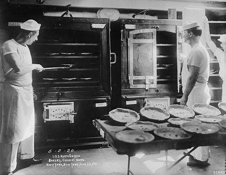 Bakery crew navy yard new york 1920