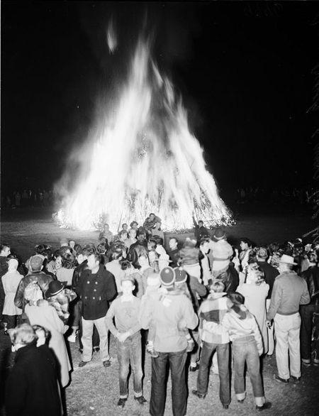 Christmas tree bonfire long beach CA January 1952