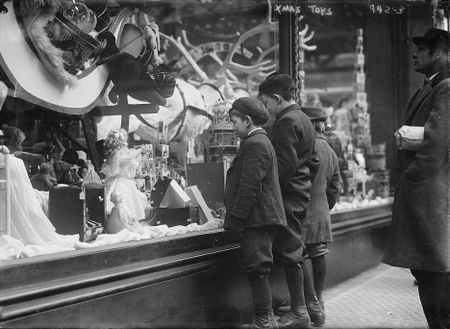 vintage christmas store window new york date unknown - Vintage Christmas Photos