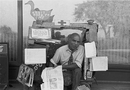 Newsstand, Memphis, Tennessee Russell Lee 1938 number 2