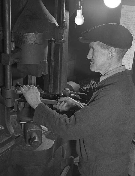 Dante Electric Bantam CT 1942 Howard Hollem