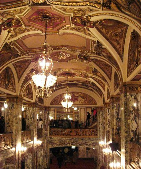 Cadillac_Palace_Theatre_interior