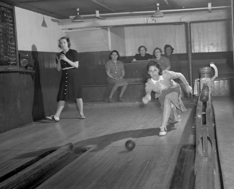 Howard Hollem Bantam CT bowlers