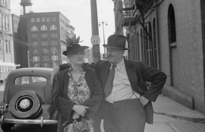 German couple, Milwaukee, Wisconsin vachon 1939