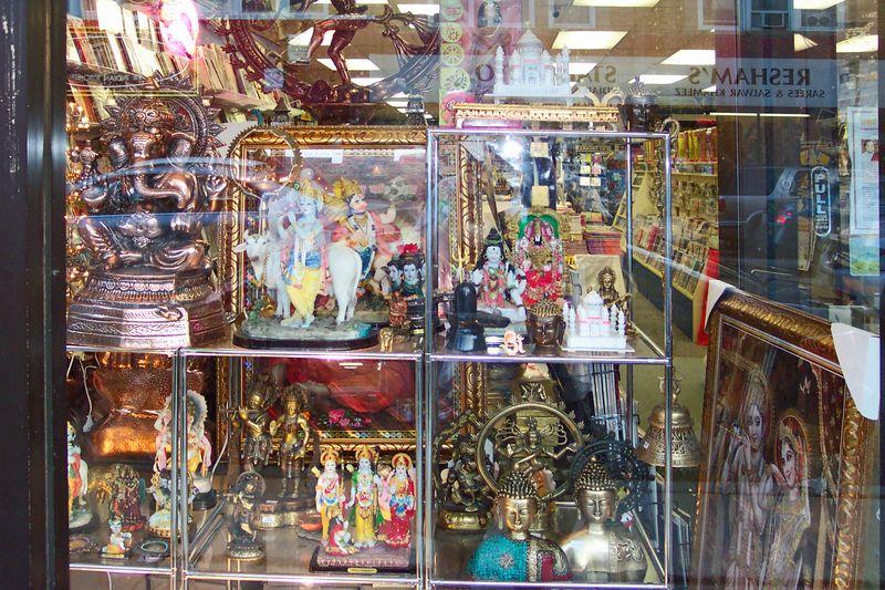 Display Windwo gift shop on Devon