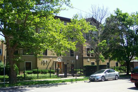 Multi-unit building on Rockwell in Rogers Park