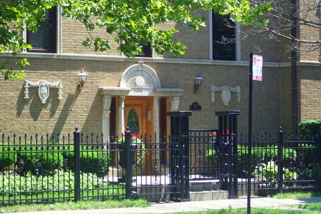 Multi-unit building on Rockwell in Rogers Park 2
