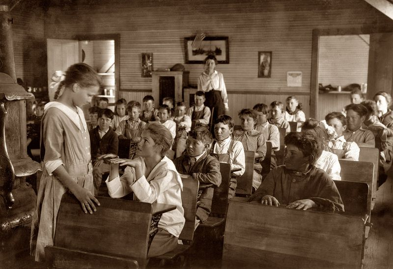 Comanche, OK 1917 fingernail inspection (Lewis Wickes Hine) restored reduced size