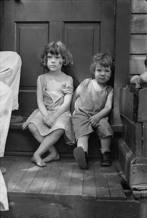 Poor whites, Georgetown, D.C. Mydans 1935