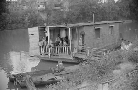 Many families live on riverboats in Charleston, West Virginia post walcott 1938
