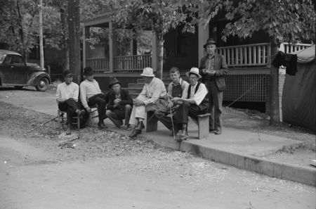 Picketing. Copper miners on strike waiting for scabs to come out of mines. Ducktown, Tennessee post wolcott 1939