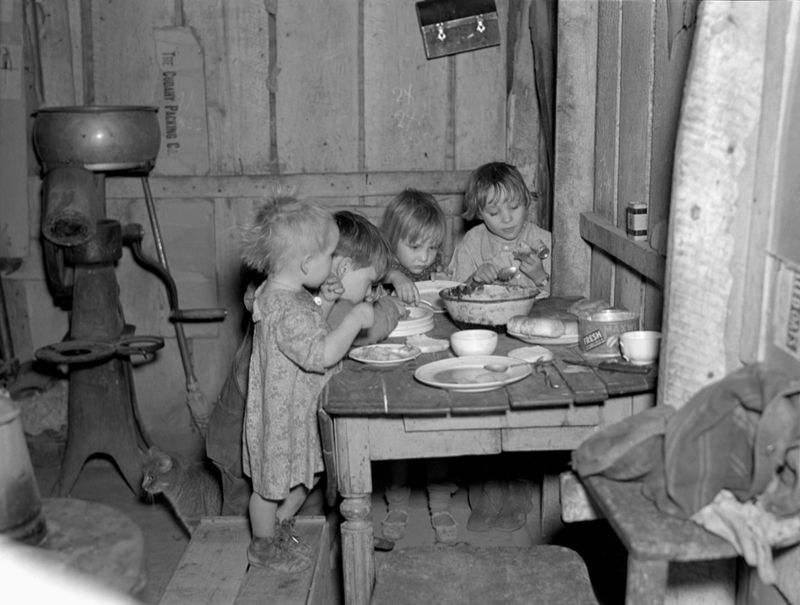 Christmas dinner in home of Earl Pauley. Near Smithfield, Iowa. Dinner consisted of potatoes, cabbage and pie ruseel Lee 1936