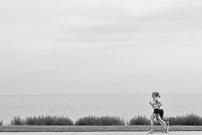 Runners along the lake michigan shore Chicago