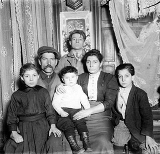 Joesph_carsello_and_family_surviv_5