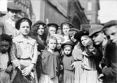 Children_at_newsboys_picnic_1904_ch