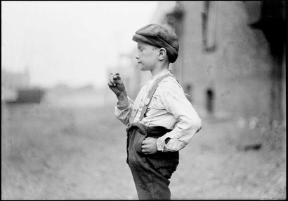 Boy_with_cigarette_1904_stockyards_