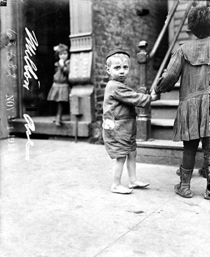 Little_boy_on_cleveland_avenue_1914