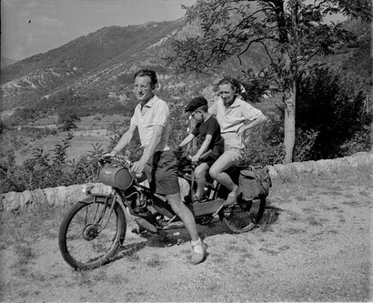 French_tandem_scooter_1949