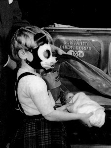 1942_mickey_mouse_gas_mask
