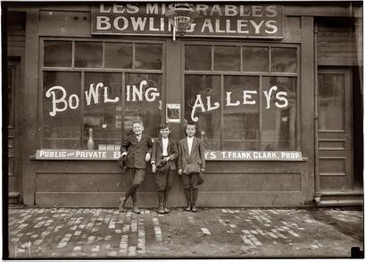Pin_boys_1911_in_lowell_ma