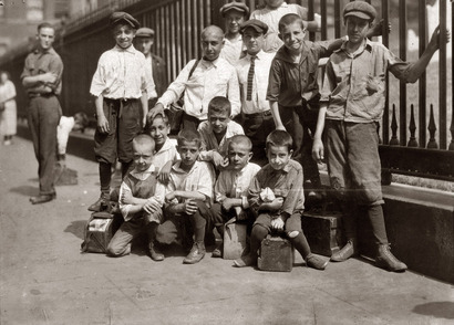 Boot_blacks_1924_trinity_church_in_