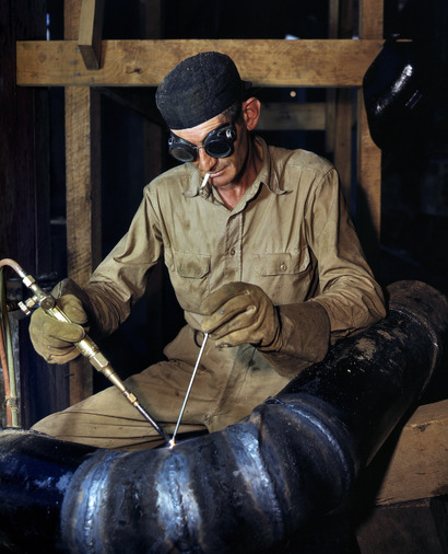 June_1942_gaswelding_a_joint_in_a_l