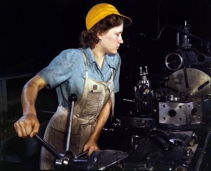 Female_lathe_operator_1942_2