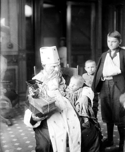 Christmas_cook_county_hospital_1909