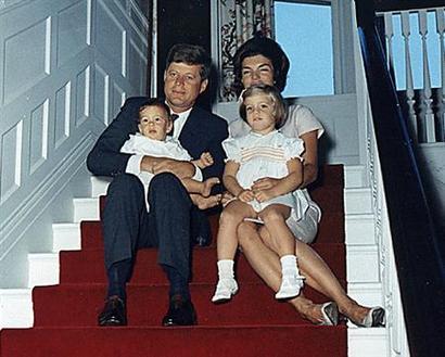 White_house_1963_christmas_card_pho