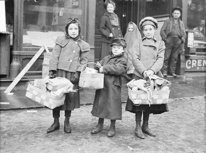 Girls_holding_christmas_baskets_f_3