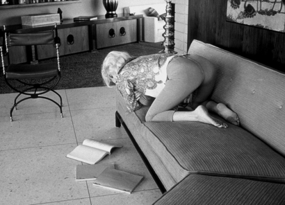 http://drx.typepad.com/psychotherapyblog/images/2008/01/27/marilyn_monroe_reading_a_script.jpg