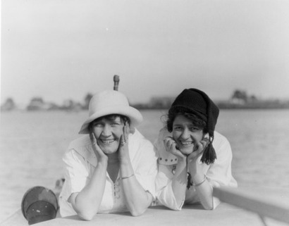 George_leahy_two_women_at_the_beach