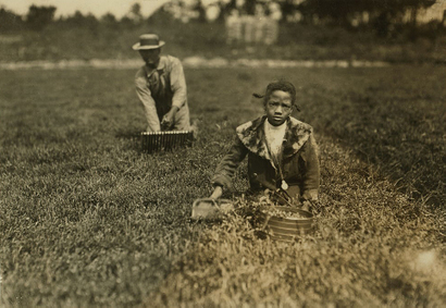 Girl_picking_berries_with_her_fathe