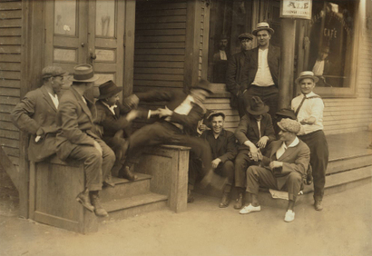 Hanging_around_at_the_saloon_1916_3