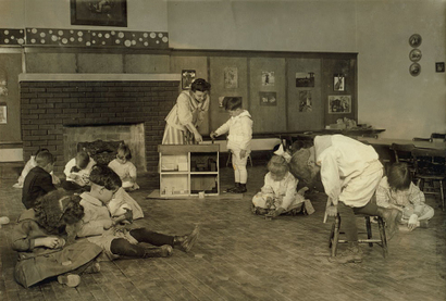 Kindergarten_children_in_horace_man