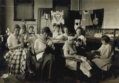 Sewing_and_darning_class_school_for
