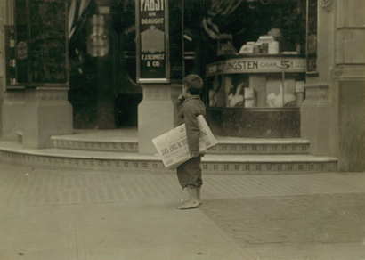 Newsboy_california_1915_lw_hine_2