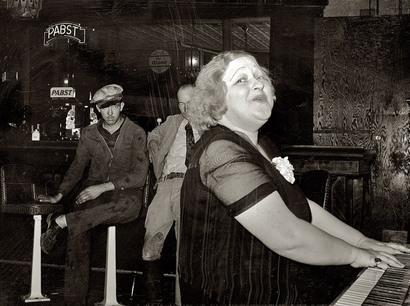 Mildred_irwin_saloon_singer_at_nort